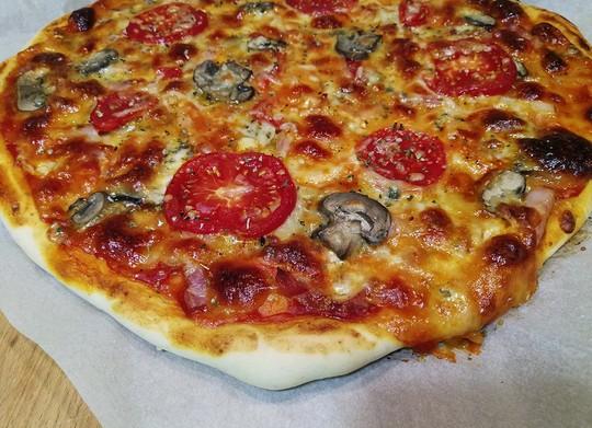 Masa de pizza para una pizza de 2 3 personas - Pizza mycook ...