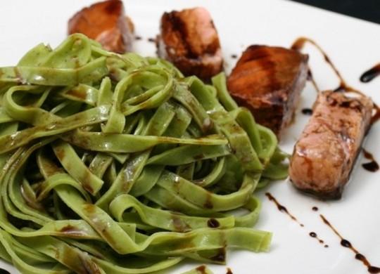 Salm n a baja temperatura y pasta fresca for Cocina baja temperatura thermomix